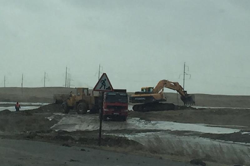 Движение на размытом участке дороги восстановили в Павлодарской области