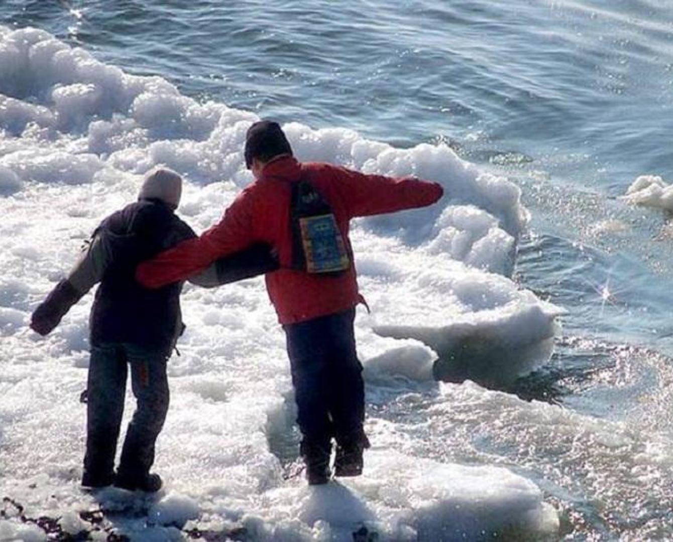 Пятерых детей со льда Иртыша сняли спасатели в Павлодаре
