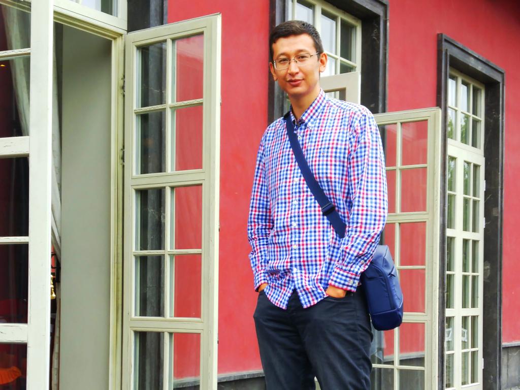 Казахстанский блогер провел эксперимент по повышению уровня «приветливости» персонала