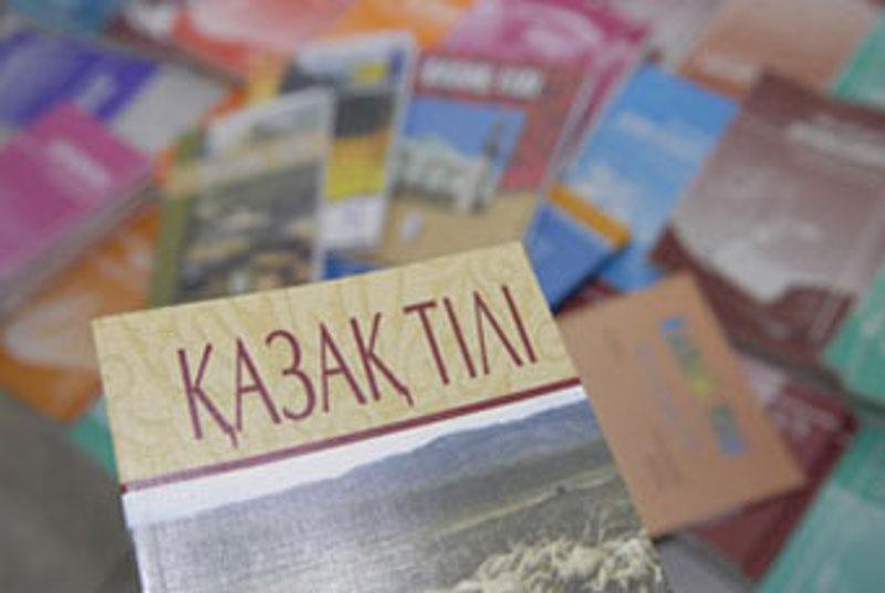 Президент РК поручил принять казахский алфавит в новой графике до конца года