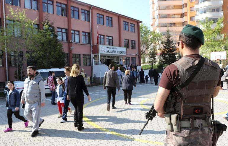 土耳其修宪公投  警方逮捕49人