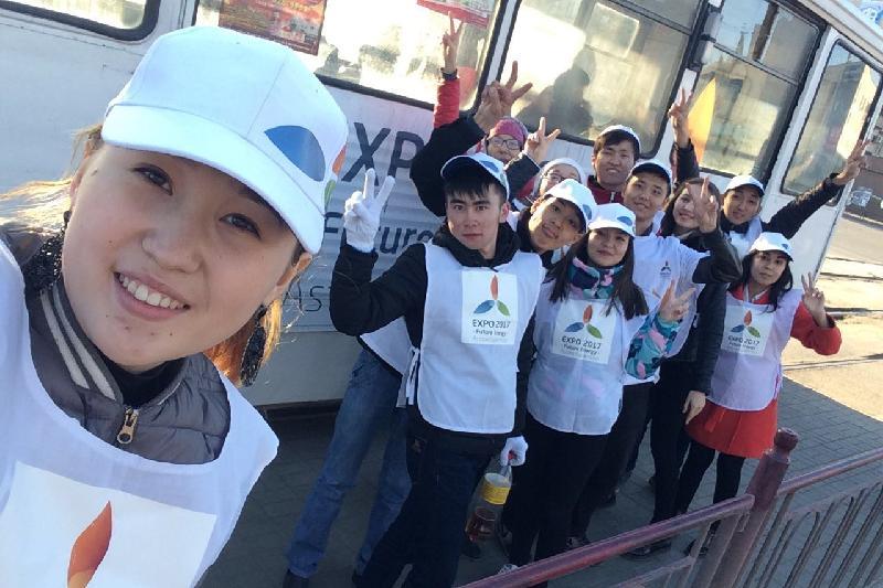 Об ЭКСПО рассказали волонтеры пассажирам трамвая в Павлодаре