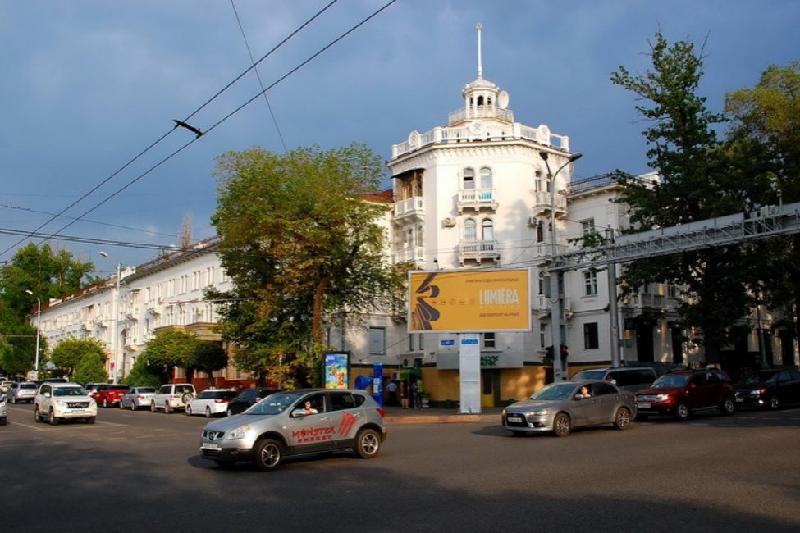 С центральных улиц Алматы убирают билборды
