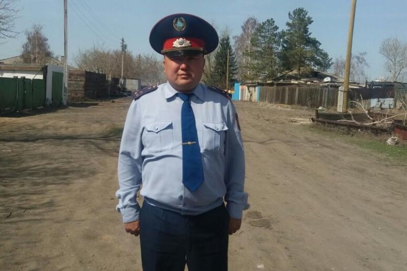 Полицейский вынес из пожара двух сельчан в Павлодарской области