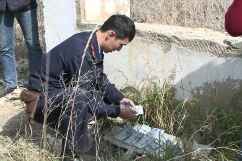 В Атырау грабители выбросили 19 млн тенге