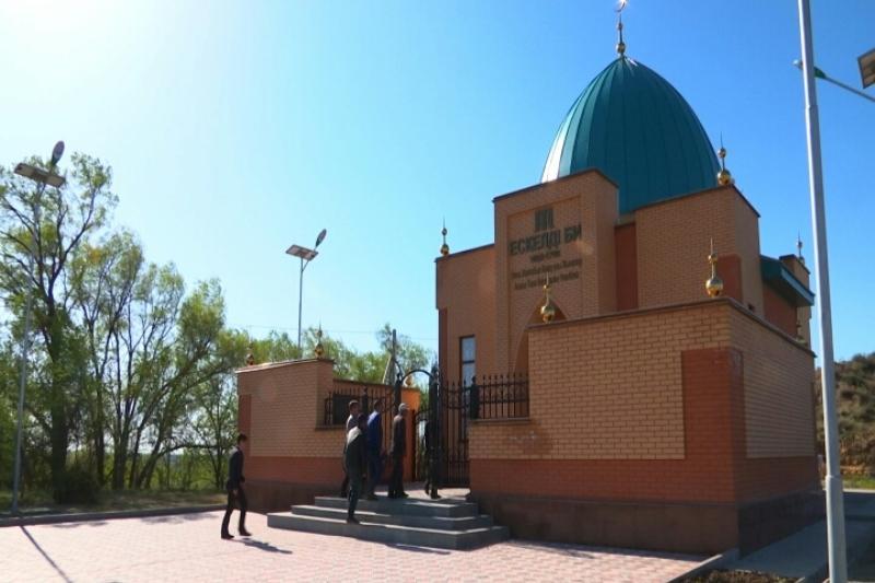Алматы облысындағы Ескелді би кесенесі абаттандырылуда