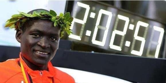 肯尼亚名将刷新人类马拉松最佳成绩:2小时0分25秒