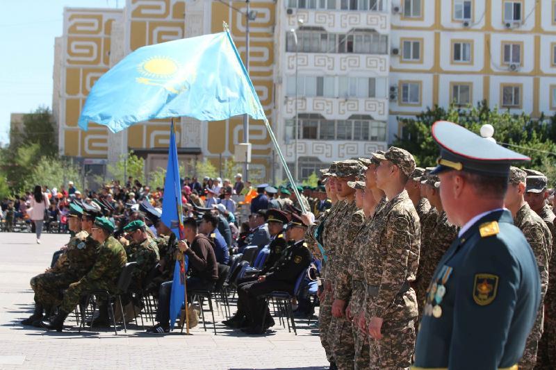 Праздничный фейерверк запустили в честь Дня защитника Отечества в Атырау