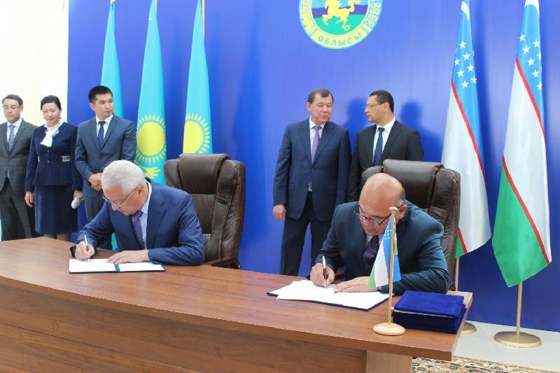 В Таразе откроют торговые дома с товарами из Узбекистана