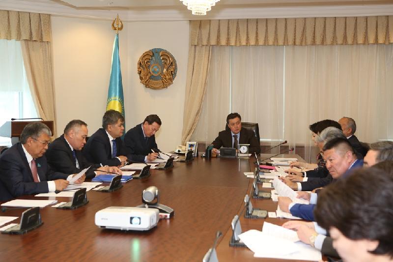 Askar Mamin holds meeting on organization of 5th World Kurultai of Kazakhs