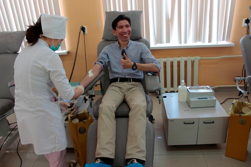 Досым Сәтпаев онкологиялық сырқаттар үшін қан тапсырды