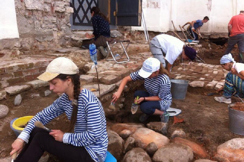 Атырауских студентов  ждут на работу в больницах и на археологических раскопках