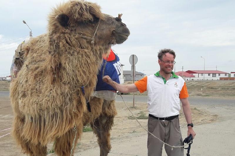 Шведский путешественник пешком добрался из Алматы до Атырау