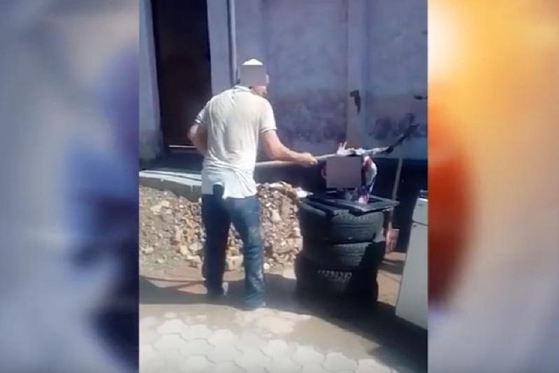 Мужчина избил лопатой ребенка в Шымкенте