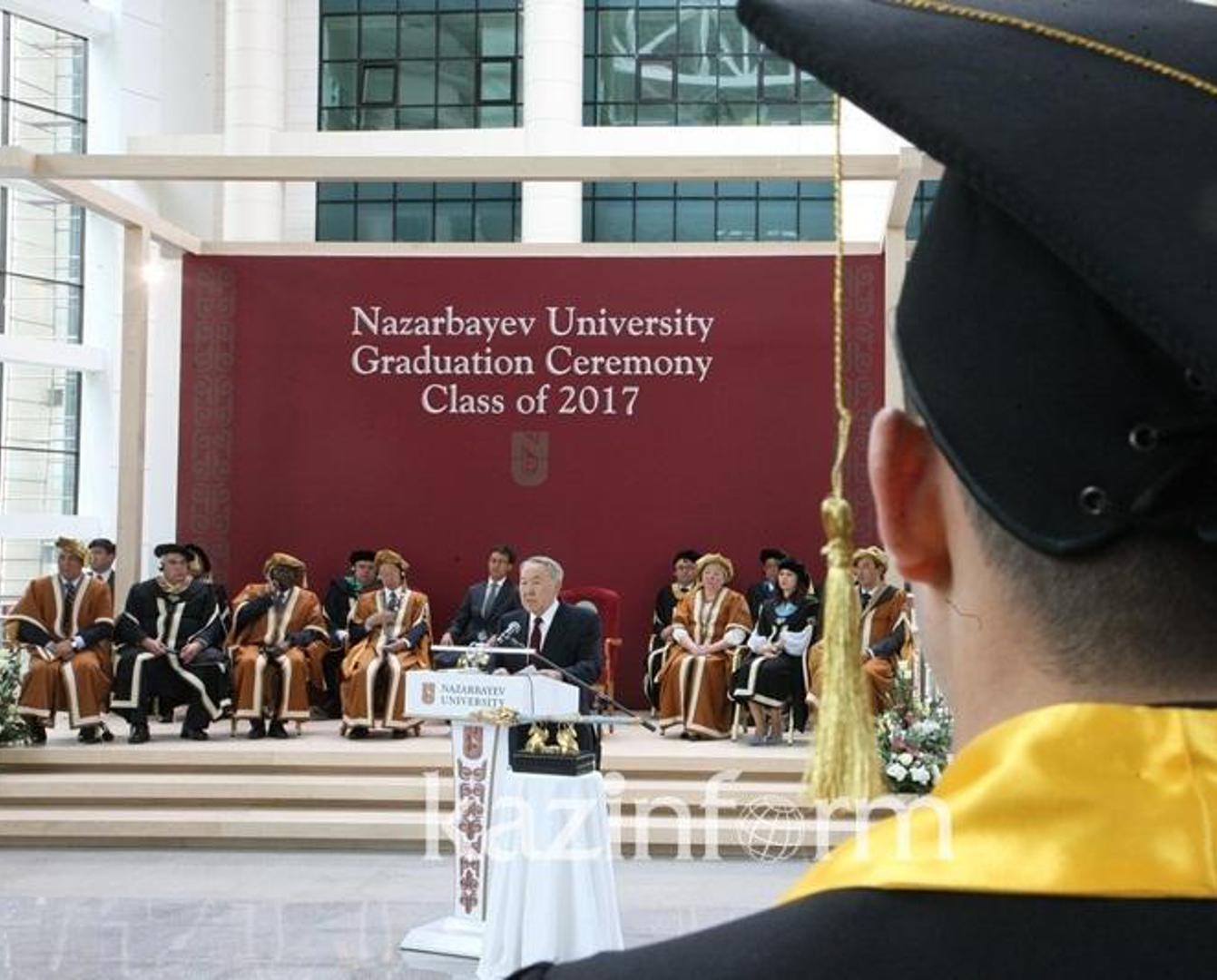 Нурсултан Назарбаев: Мне приходится учиться и днем, и ночью