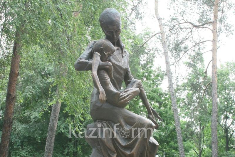 大饥荒死难者纪念碑揭幕仪式在阿拉木图举行