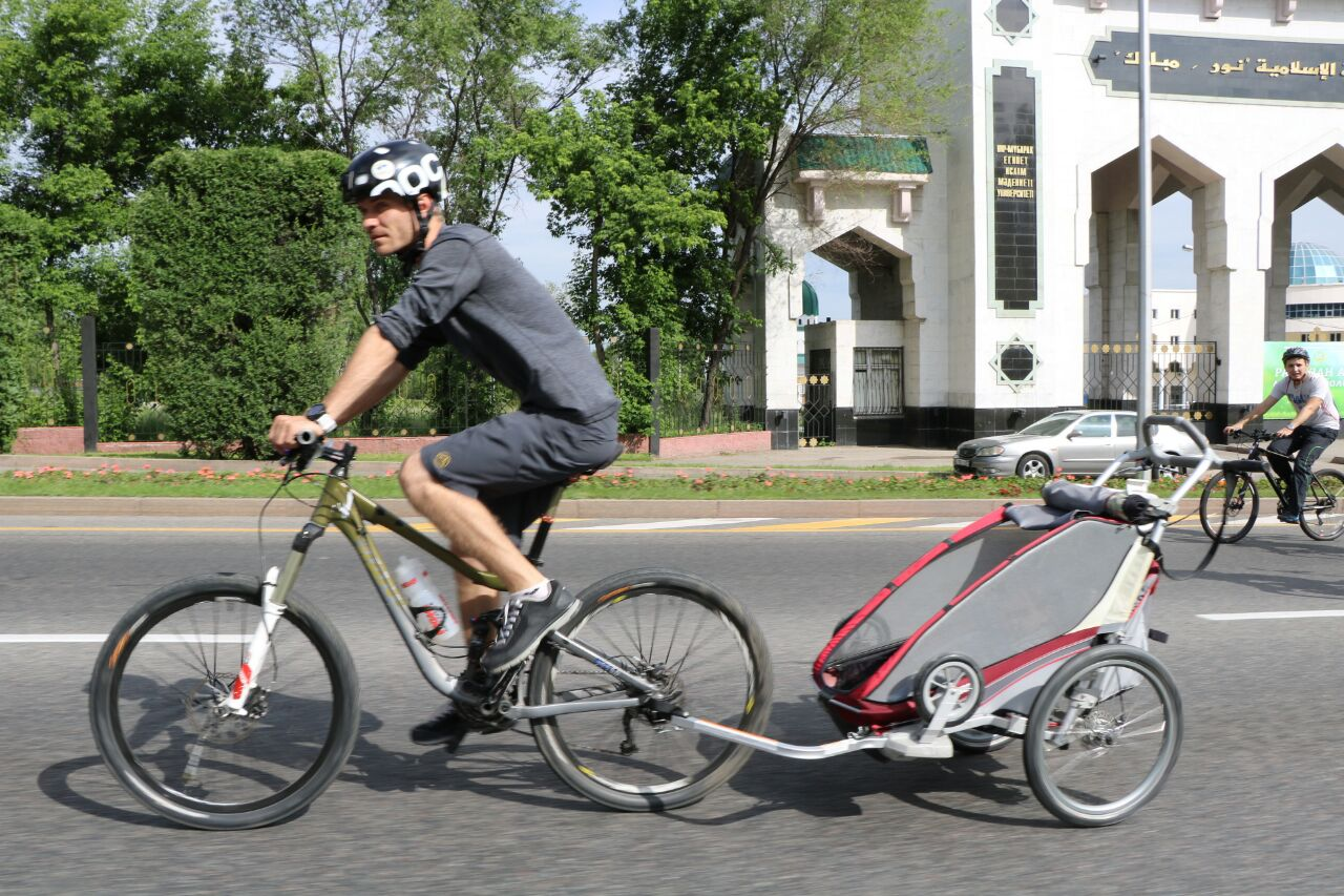 Велопробегом отмечают День госсимволов РК алматинцы