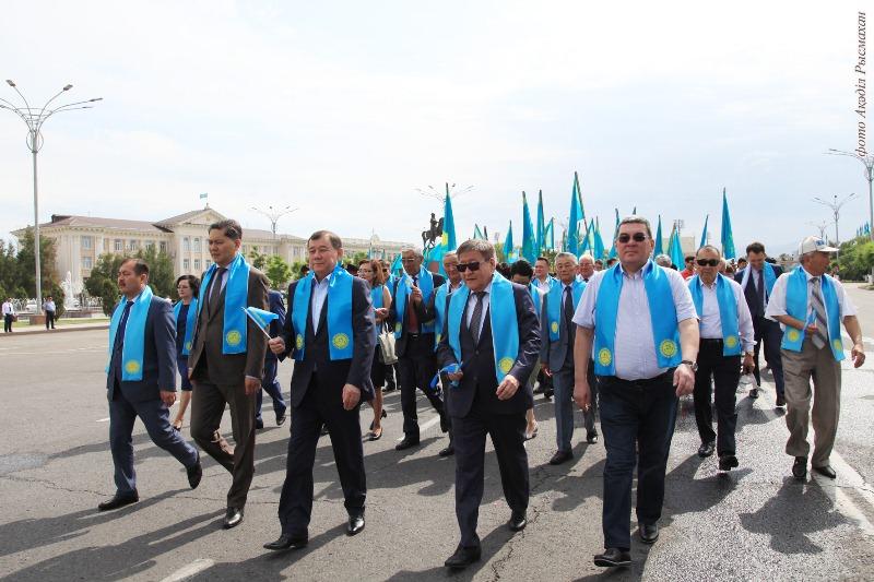 Более тысячи жамбылцев исполнили гимн Казахстана
