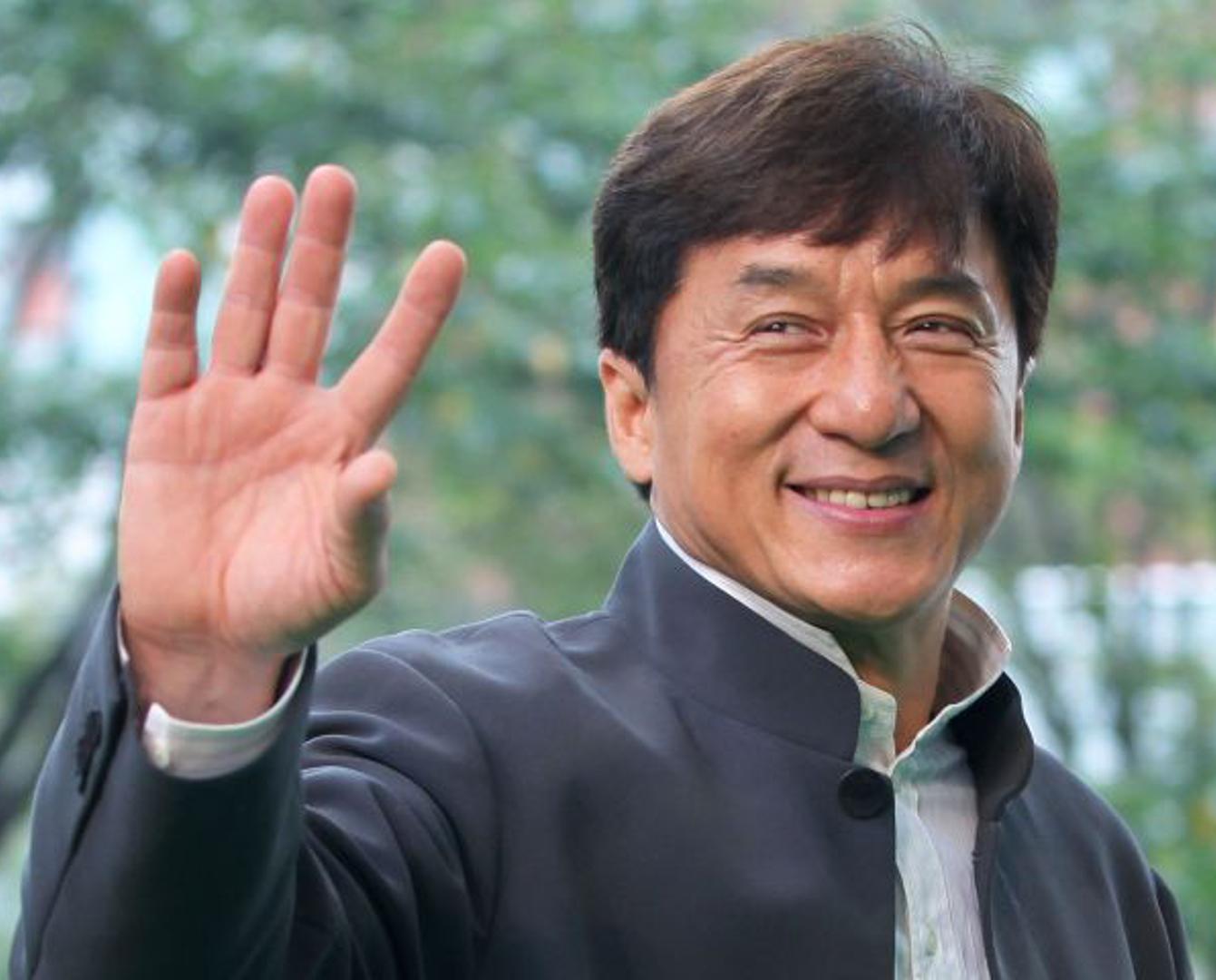 Астана әкімі Джеки Чанды әуежайдан күтіп алды