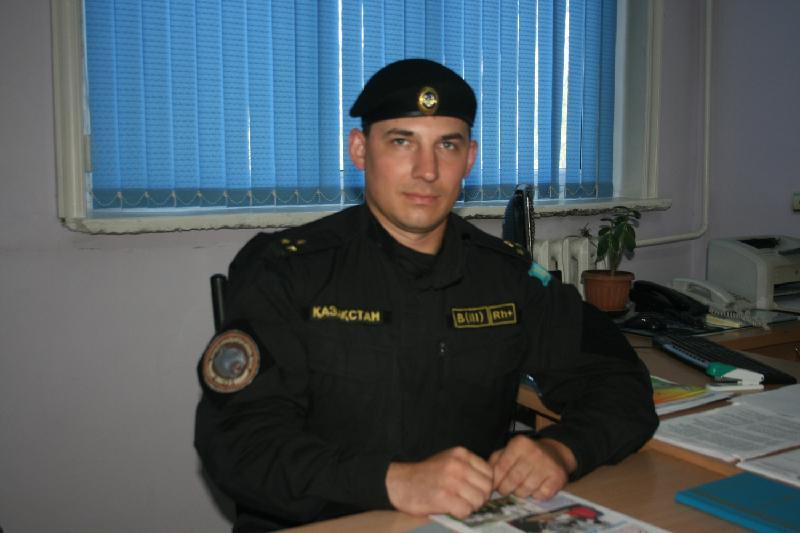 Хочу воспитать детей по-казахски - полицейский из Туркестана Евгений Кульков