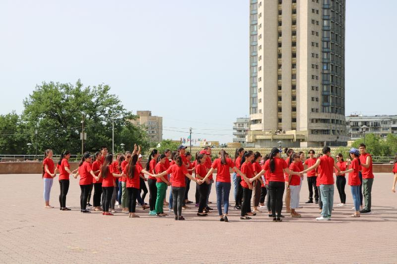 Всемирный день донора отметили в Алматы массовым флешмобом