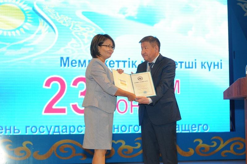 Государственных служащих чествовали в Жамбылской области