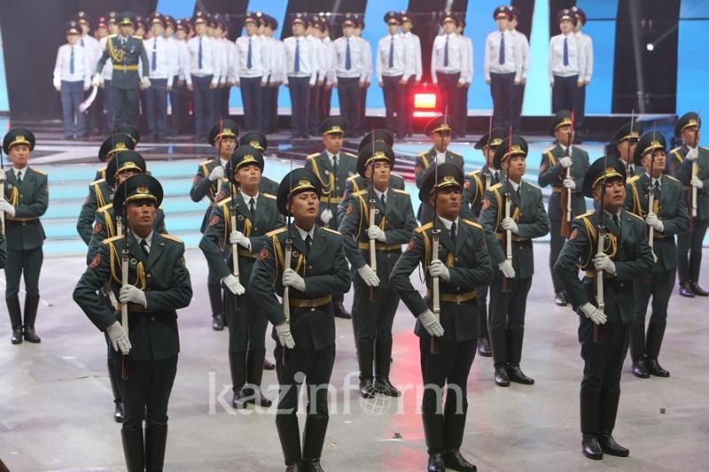 Астанада мыңдаған полицейлер төл мерекелерін атап өтті