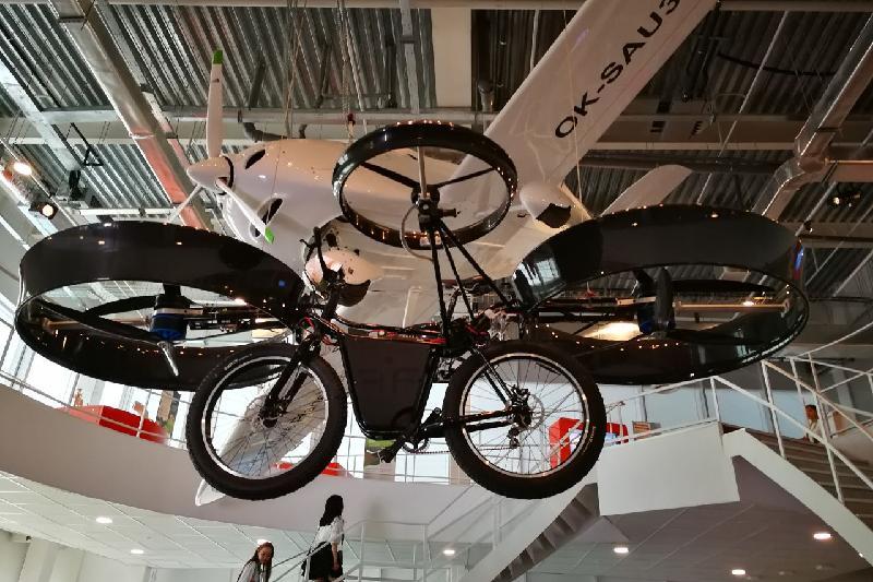 Летающий велосипед из книг Жюля Верна представили на ЭКСПО-2017