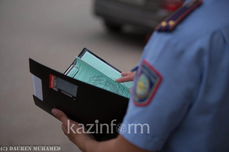 Полиция қызметкерінің погонын жұлып алған Ақтау тұрғынына айыппұл салынды