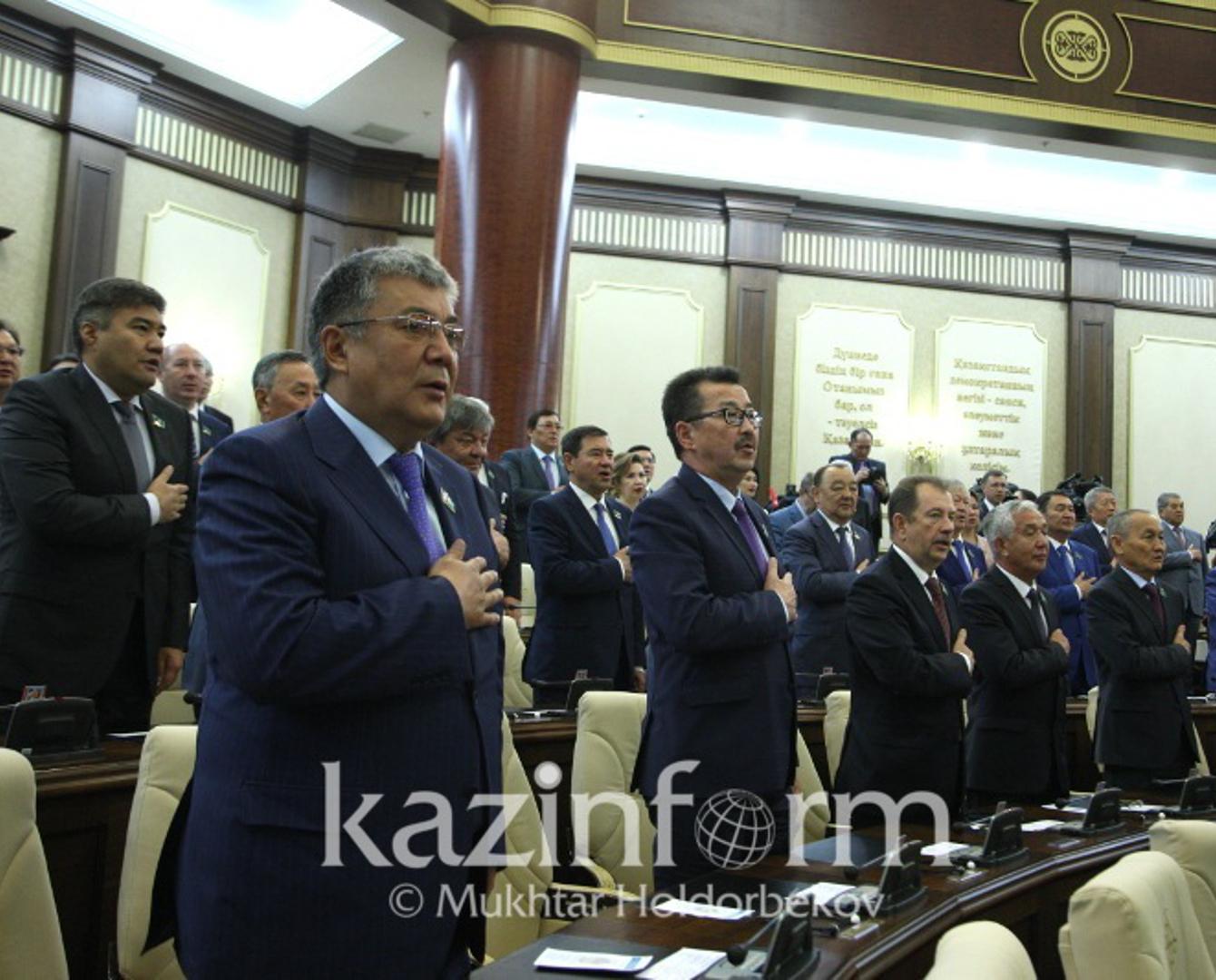 Парламент депутаттары каникулға кетті