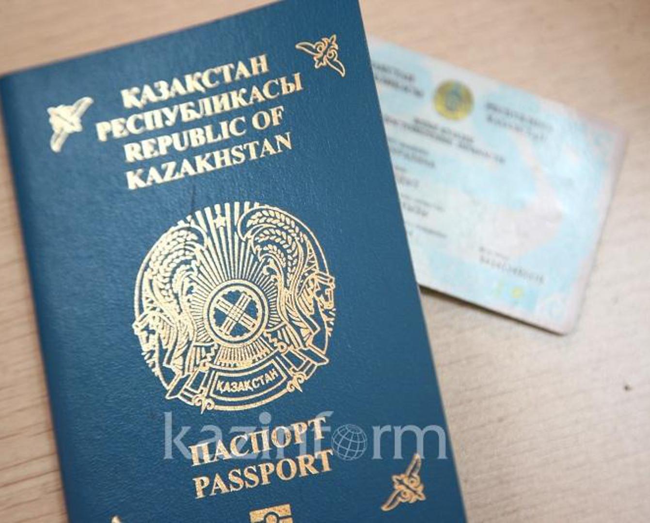 С 1 июля вклеить фото детей в казахстанские паспорта можно в ЦОНах
