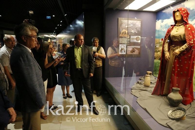 Предметы из захоронения сарматской царицы привезли в Астану