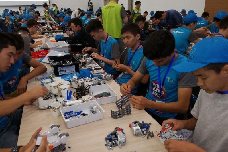 Астанада робот құрастырушылардың республикалық жарысы басталды