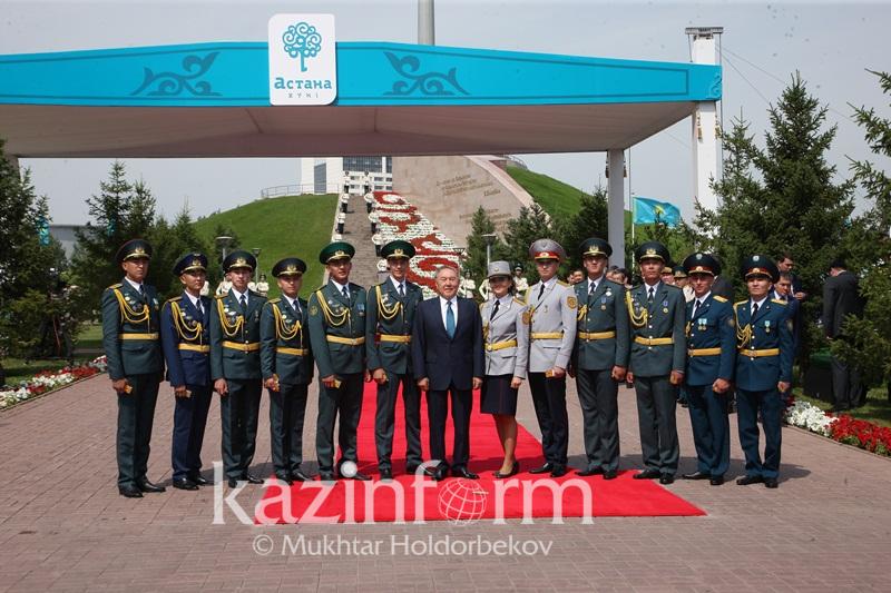 Президент вручил офицерские погоны выпускникам военных вузов