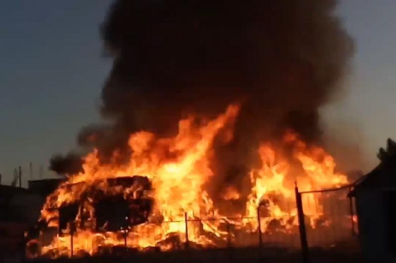 В Южном Казахстане горели 10 машин с сеном