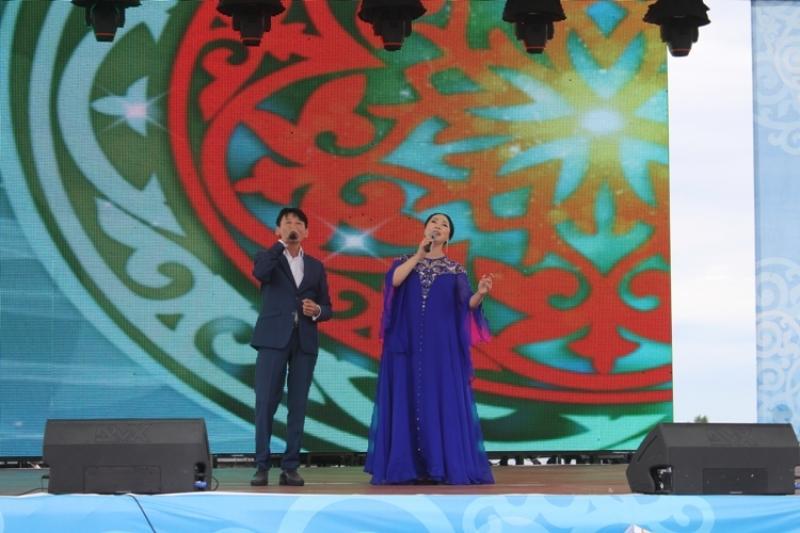 Павлодарда Астана күніне орай Қарақат пен Қыдырәлі ән шырқады