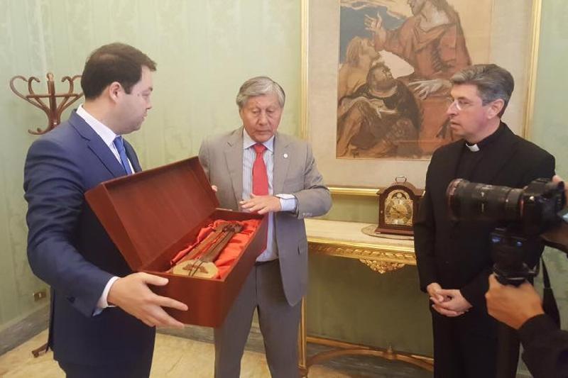 В музее Ватикана будет храниться копия 1500-летнего кобыза