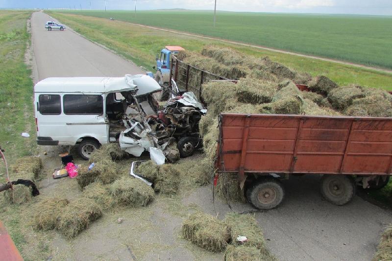 Aqmola oblysynda «GAZel» men traktor soqtyǵysyp, 3 adam qaza tapty