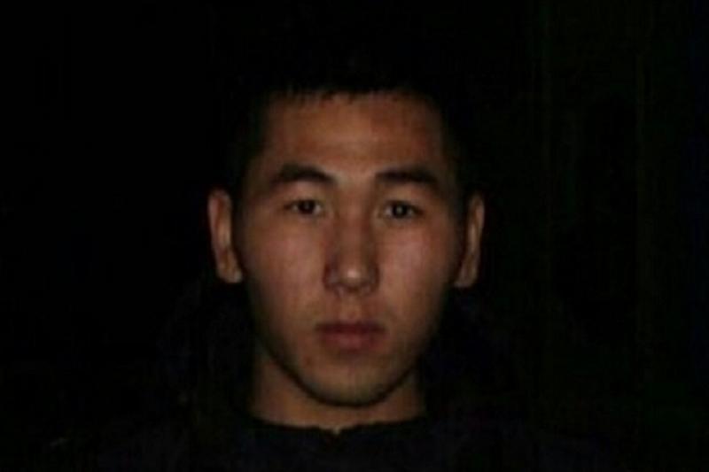 Несколько дней разыскивают перегонявшего машину парня в Атырауской области