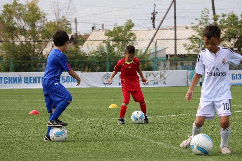 12 легенд мирового футбола будут тренировать казахстанских детей