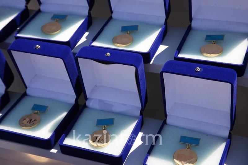 Условия распределения грантов обладателям знака «Алтын белгі» изменят в Казахстане