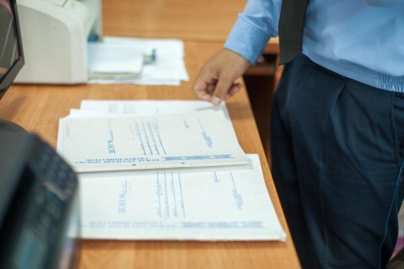 Прокуроры устраивают алиментщиков на работу в Атырау