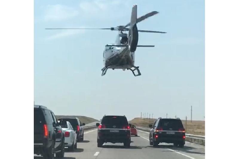 Вертолет сопровождал свадебный кортеж в Шымкенте