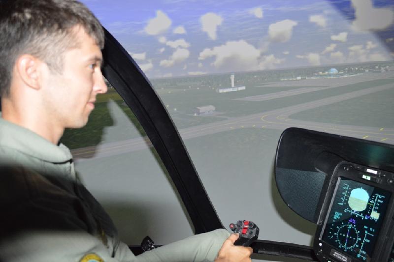 Казахстанские летчики впервые приступили к обучению на тренажере вертолета ЕС-145