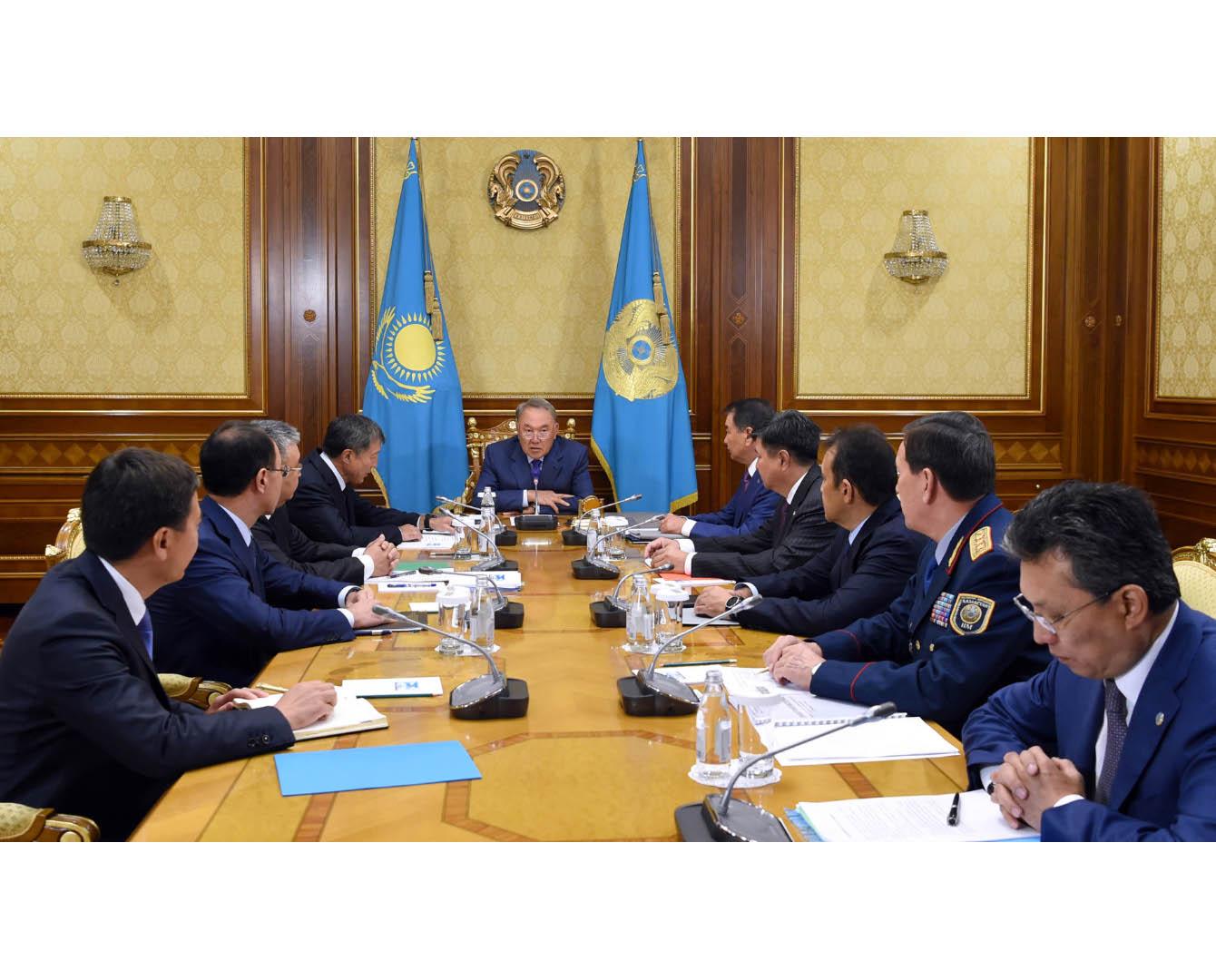 总统主持召开执法系统改革问题会议