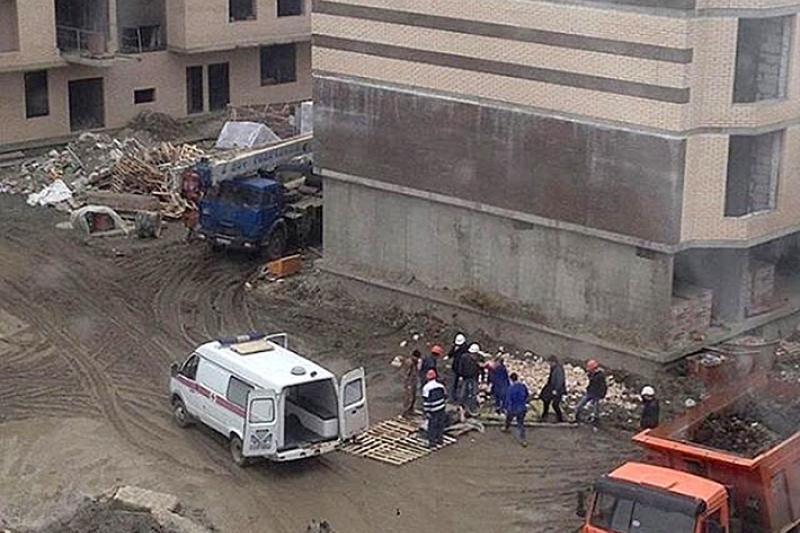 В Балхаше рабочий упал с высоты 17 метров