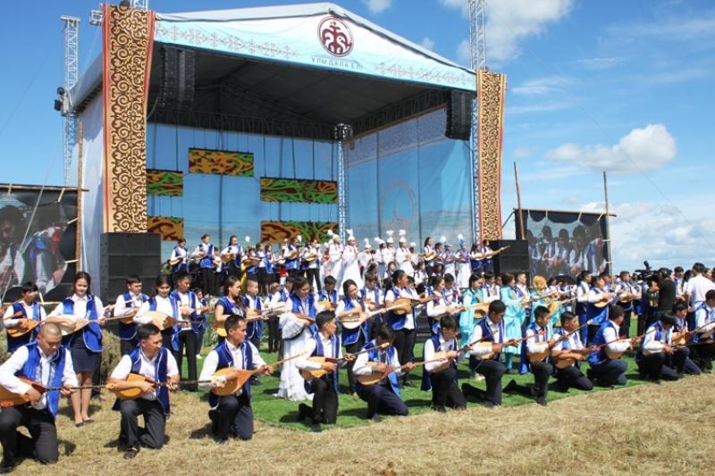 300 павлодарлық өнерпаз Жаяу Мұсаның «Құм жылан» күйін орындады