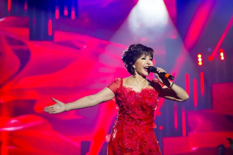 Роза Рымбаева ұлының әнін мерейтойлық концертінде шырқайды
