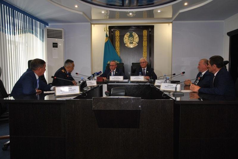 Ужесточить наказание за сопротивление полиции предложил сенатор на встрече в СКО