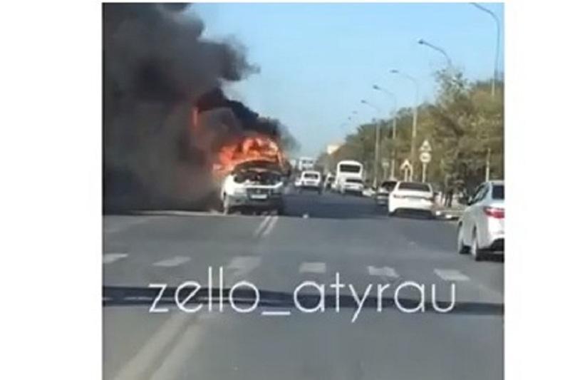 «ГАЗель» сгорела на центральной улице Атырау